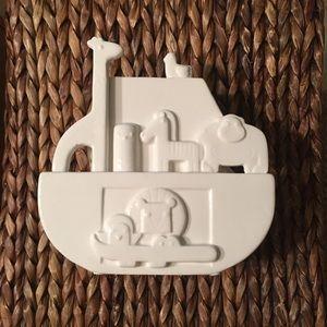 Hallmark Noah's Ark.Ceramic Bank coin activated
